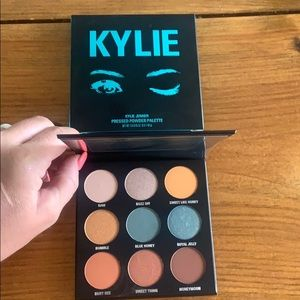 KYLIE COSMETICS The Blue Honey Palette Kys…